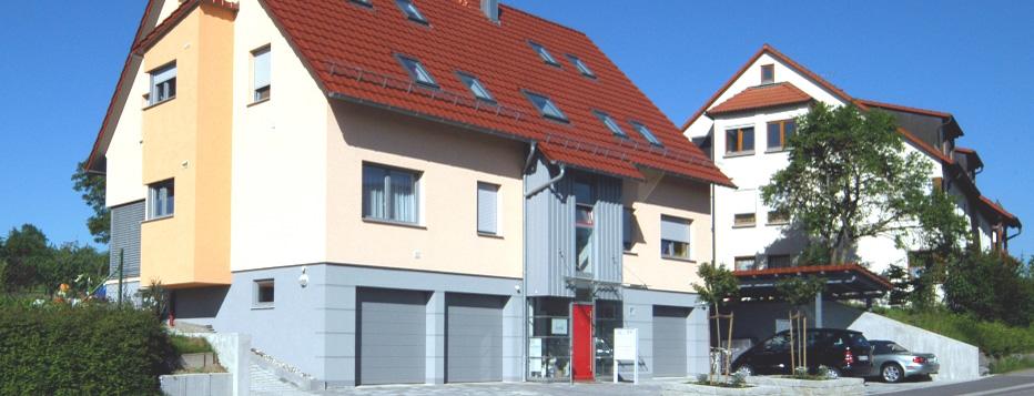 neubau mehrfamilienwohnhaus als kfw effizienzhaus in haslach ae architekturb ro volker zipperer. Black Bedroom Furniture Sets. Home Design Ideas